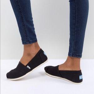 Toms Women's Classics Black Canvas Slip On Shoes